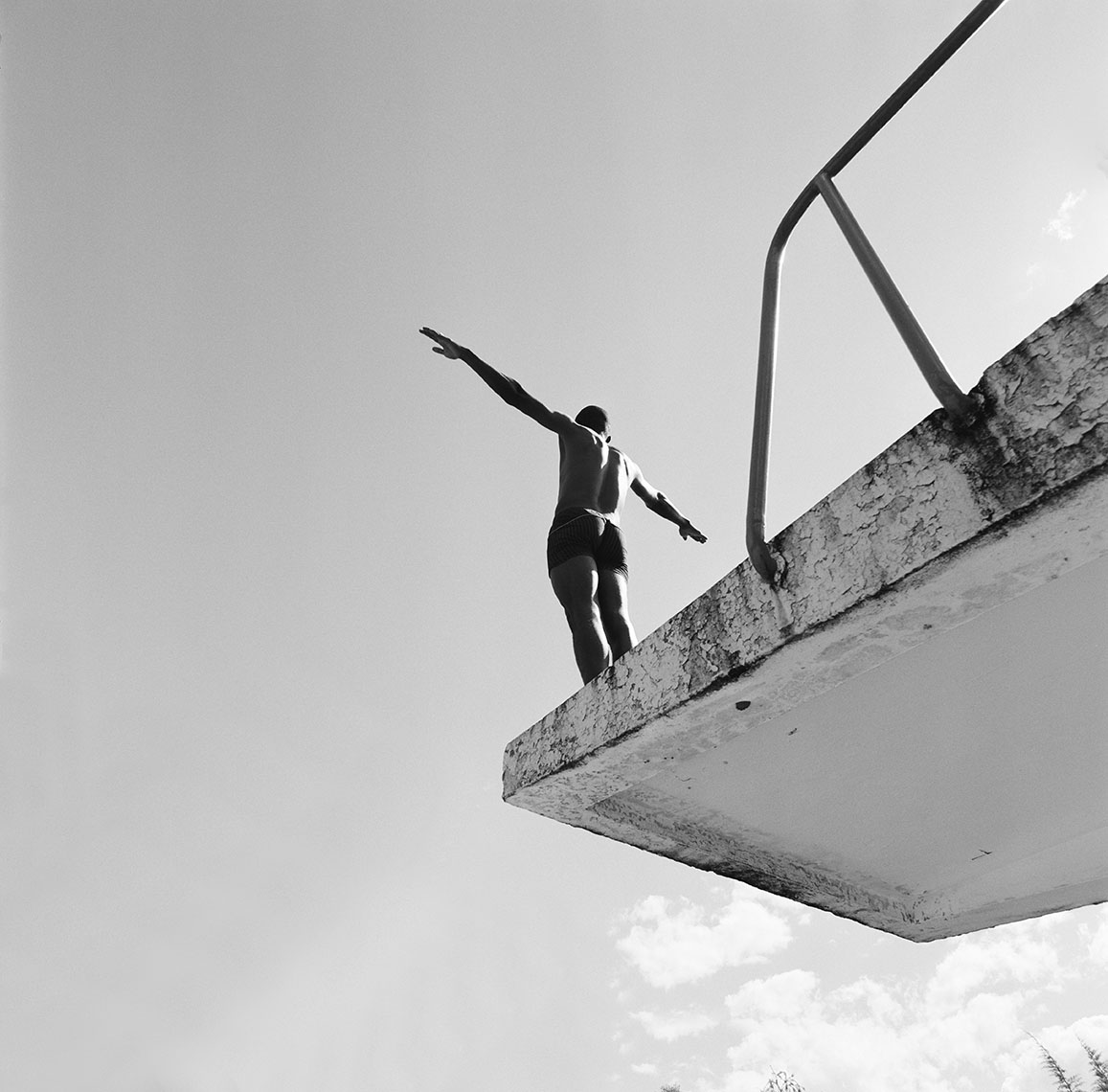 Diver on a platform at the military pool in Antananarivo